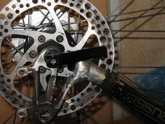 Сварка сломанной вилки заднего колеса спортивного велосипеда